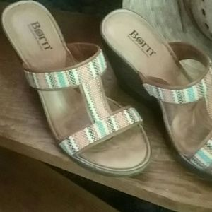 Born leather and fabric upper sandles